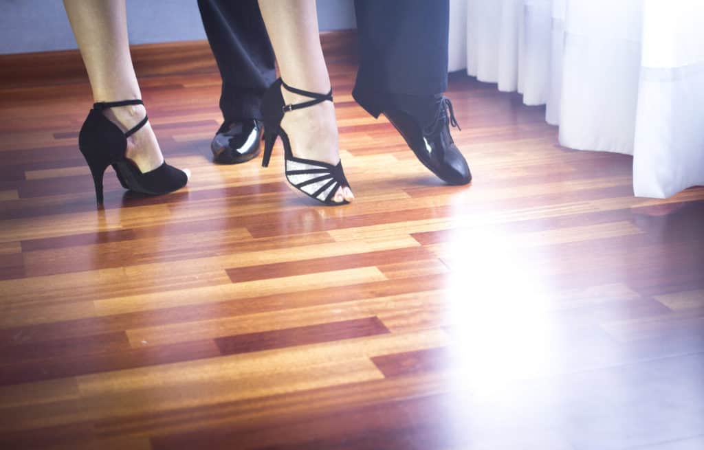 tanssipari parketilla